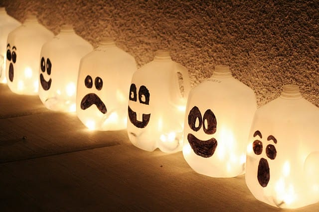 Frugal Halloween Decoration Idea: Ghost Lights!