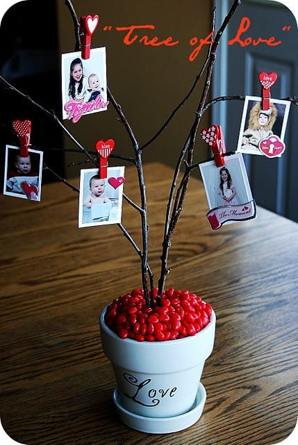 This valentines day decoration is cute for any size house or budget! You find most of the items outside! Also includes more valentines heart decoration ideas!